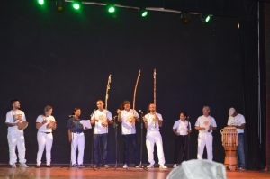 Performance tijdens muziekfestival in het theater Procopio Ferreira